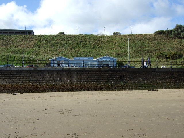 Sea wall, Scarborough North Sands