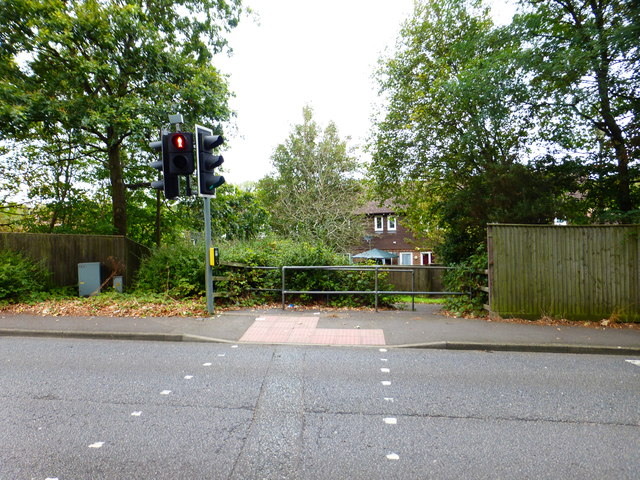 Pedestrian crossing on Ordnance Road leading to twitten