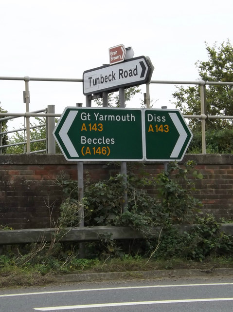 Roadsigns on the A143 Bungay Road