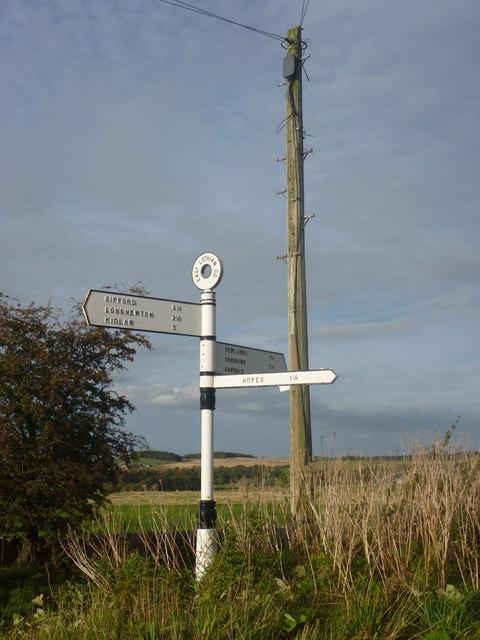 Rural East Lothian : ELCC Fingerpost At Hopes Road-end