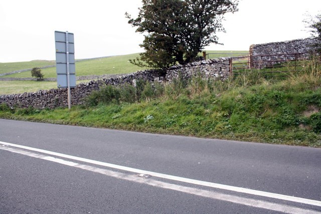 Dry stone walls beside A685 east of Kirkby Stephen station