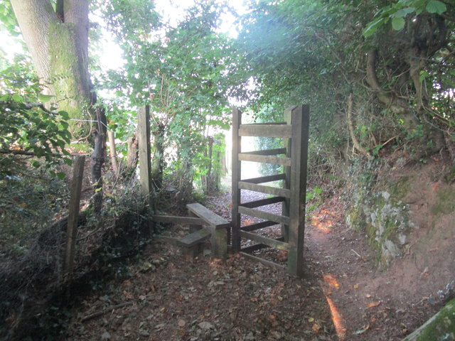 Missing fence and pointless stile