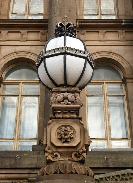 Crowned globe lamp, Leeds Town Hall
