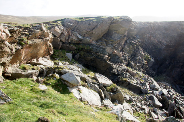 Overhanging rocks at the head of the Geo of North Brough, Flubersgerdie, west of Woodwick