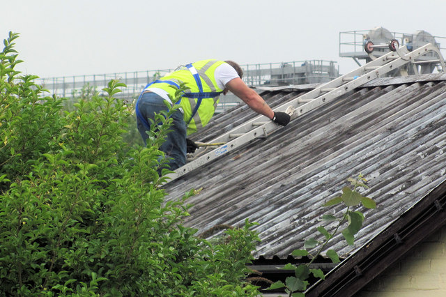 Removing the Roof of New Mill Social Centre, Tring