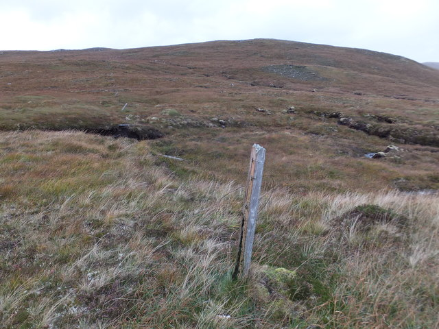 Old fence above Coireag Bhuidhe