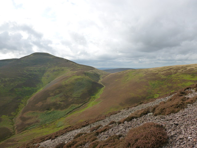 Scald Law and the summit of the Kirk Road