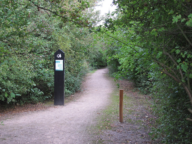 Path from Pike Lane to Thames Chase Forest Centre