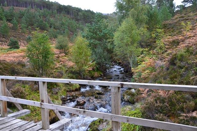 Allt Ruadh and footbridge