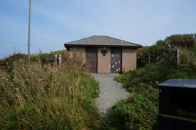 Disused toilets at Conwy Morfa