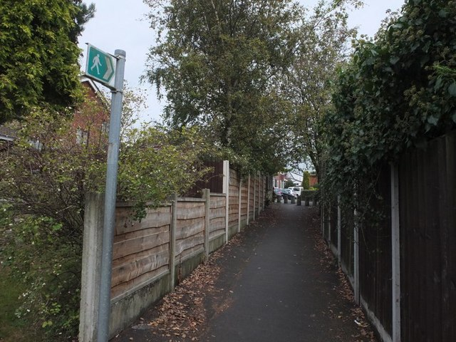 Footpath between Sefton Fold Drive and Fairview Avenue, Billinge