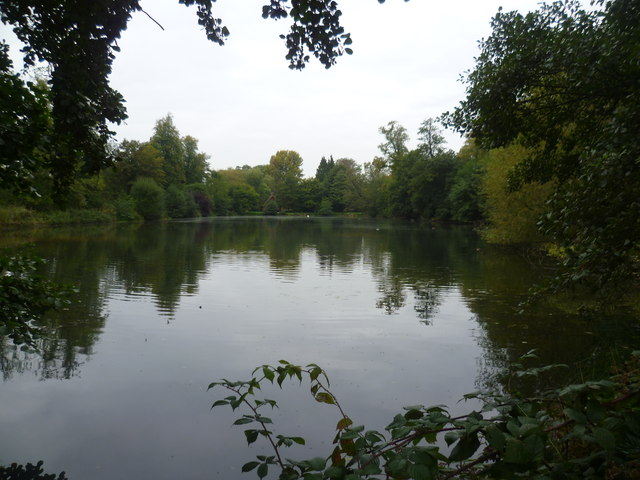 The lake at Groombridge Place