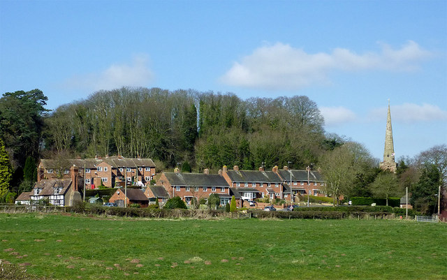 Pasture and housing in Worfield, Shropshire
