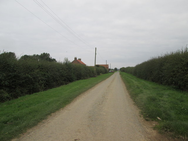 Bewholme  Lane  with  Northfield  Farm  on the left