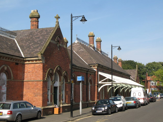 Tynemouth Metro station - entrance buildings, east side
