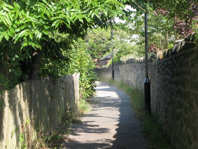Footpath between Tynemouth Metro station and Tynemouth Road