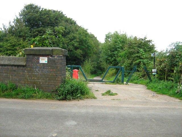 Footpath along dismantled railway