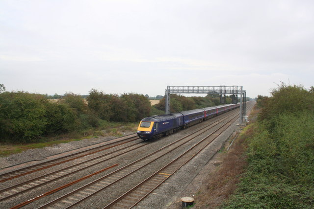 First Great Western HST heads east from Denchworth Road Bridge