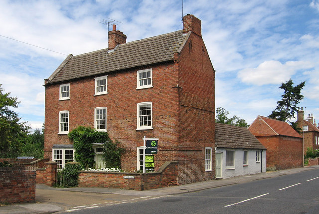 Collingham - house at NE end of Church Lane