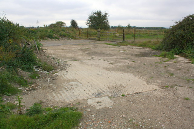 Junction of road and track from Denchworth Road to Woodhill Farm