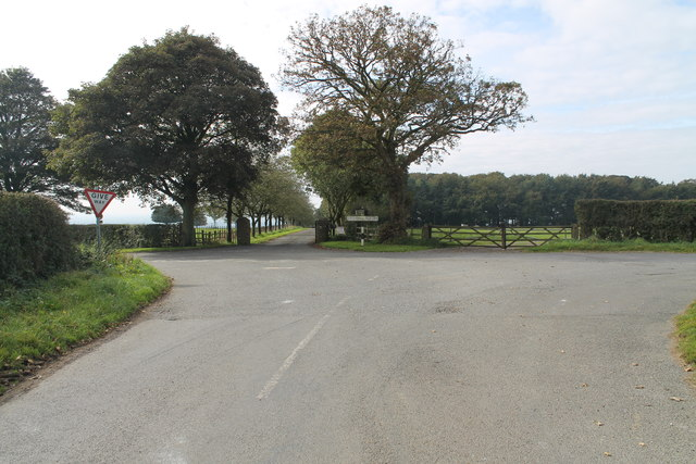 Junction and entrance to Normanby Lodge