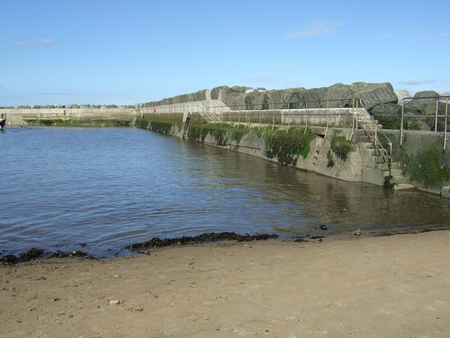 Beakwater and sea defences, Staithes Harbour