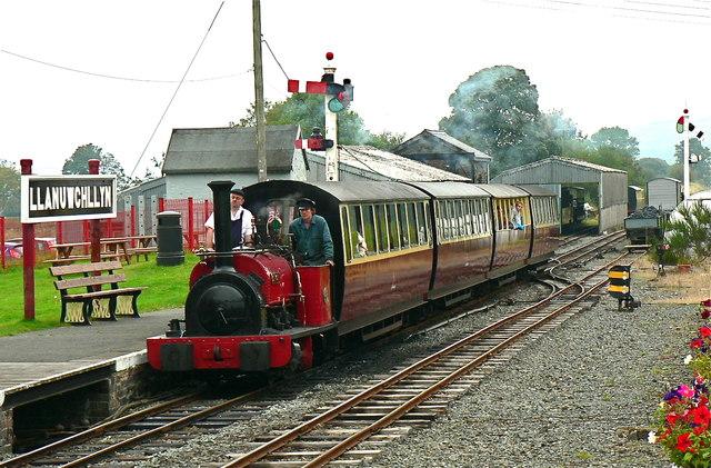 Bala Lake Railway train