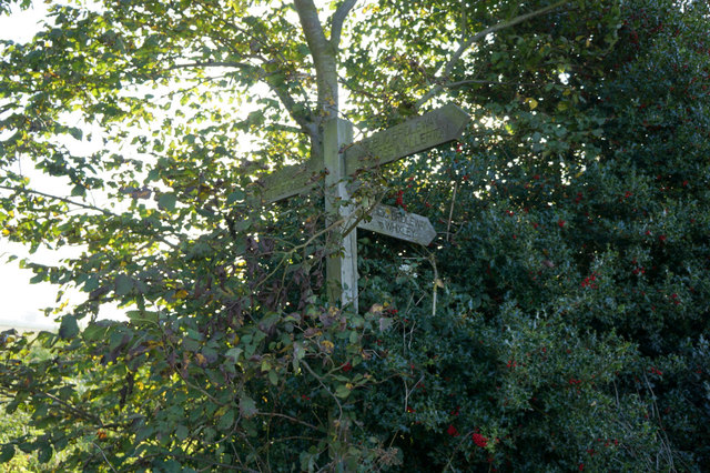Finger post on Ox Close Lane