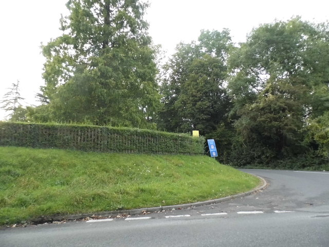 Warwick Wold Road at the junction of Rockshaw Road