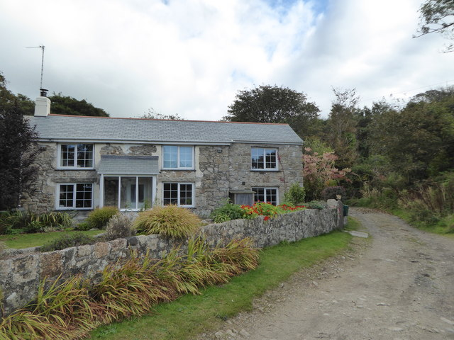 Cottage in the valley at Carwynnen