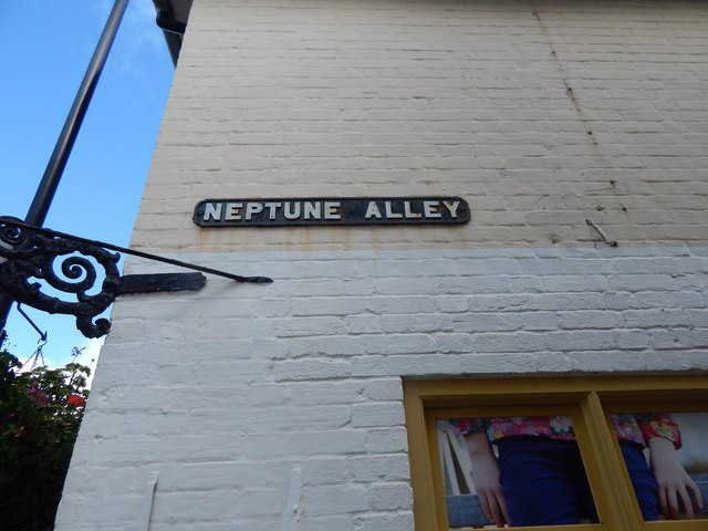 Neptune Alley sign