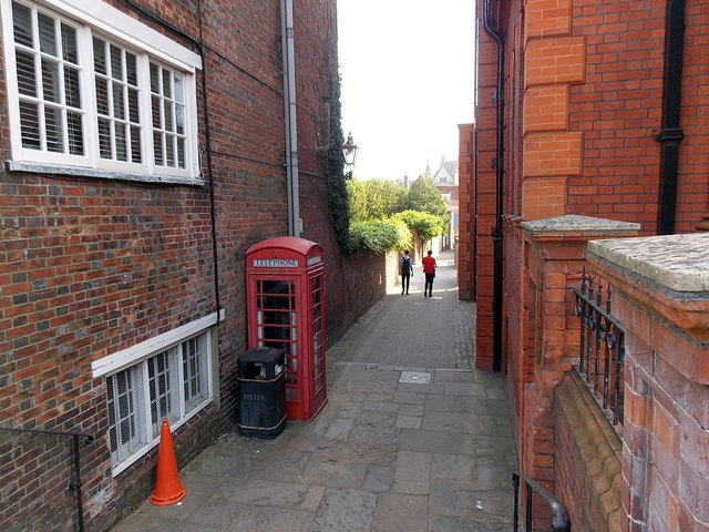 Red phonebox in St Thomas Passage, Winchester