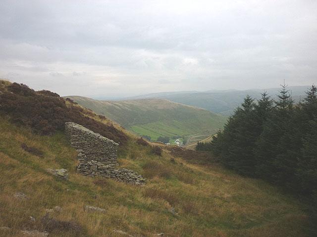 Small stone building on Mabbin Crag