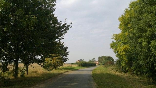 Heath Road, looking towards the Granary