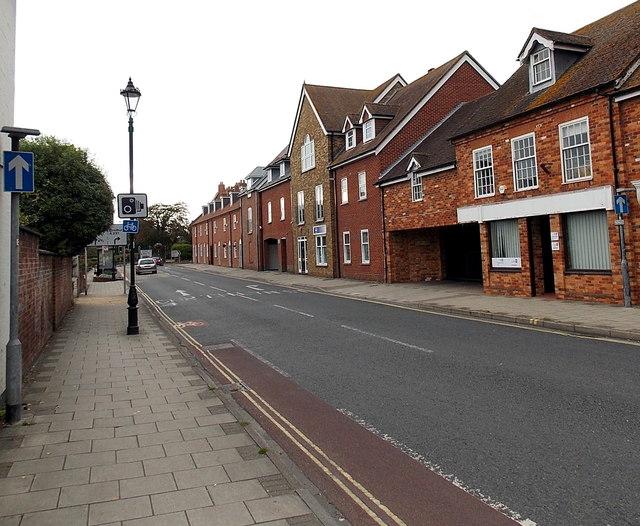 One way traffic along  Priestlands Place, Lymington