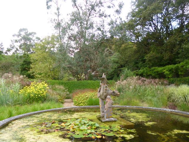 Knoll Gardens, statue