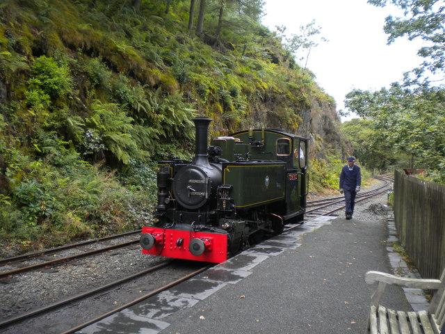 Locomotive running round train, Nant Gwernol