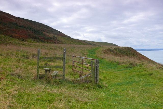 Camfa a giat heb bwrpas bellach / Stile and gate now without purpose