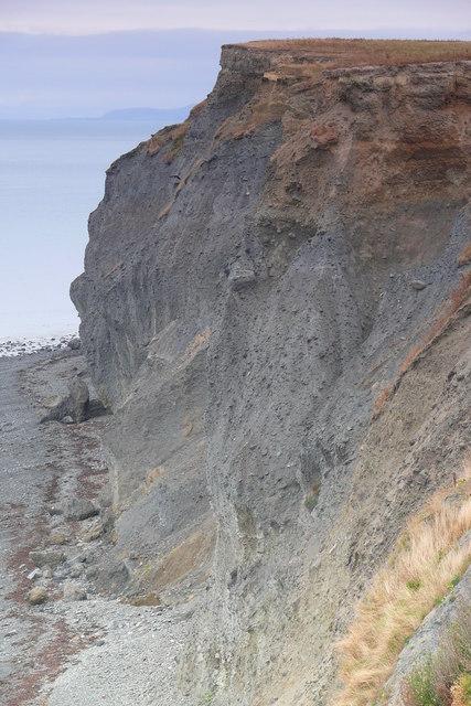 Clogwyni ger Ffos-las / Cliffs near Ffos-las