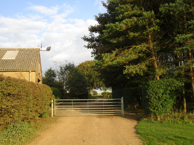Bridleway and gate at Little Wauldby Farm