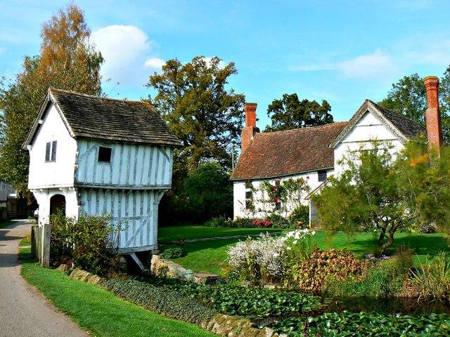 Lower Brockhampton gatehouse and farmhouse, Herefordshire