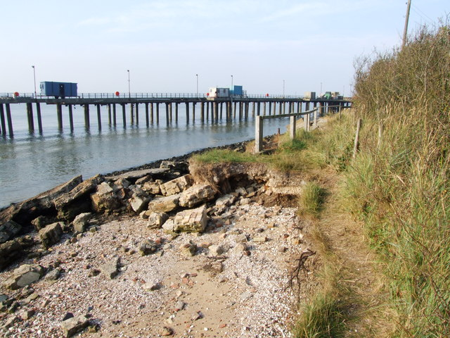 Coastal erosion by Cliffe Fort