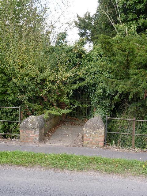 Bridge and gate at Manor Farm