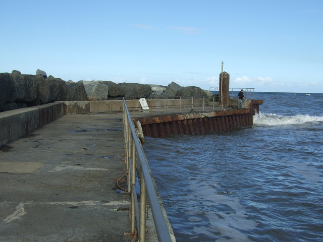 Northern breakwater, Staithes harbour