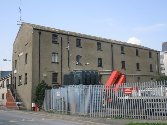 Warehouse between the railway and Old Quay