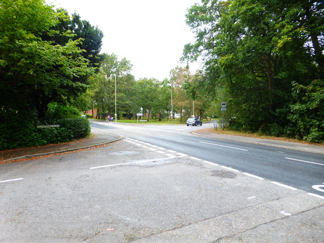 Junction of Reading and Frogmore Roads