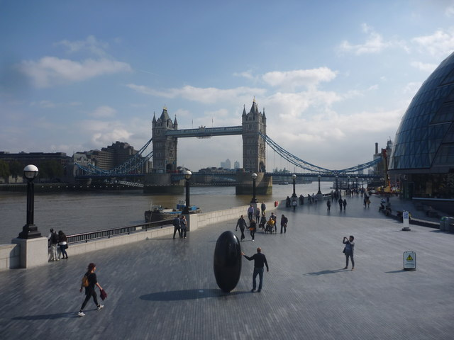London Cityscape : Striking A Pose