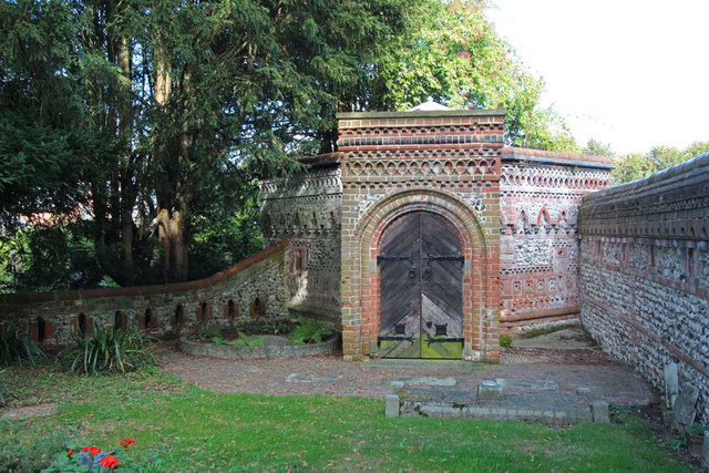St Martin, East Horsley - Churchyard