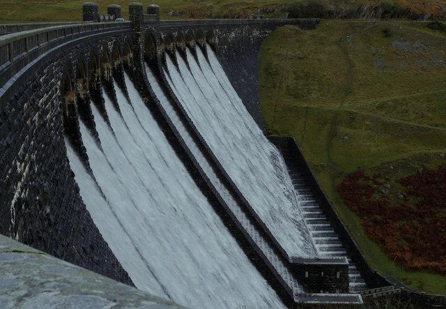 Claerwen dam in overflow