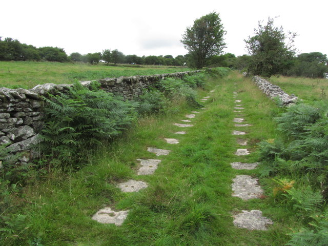 Former tramway with stone sleepers running S from Minions